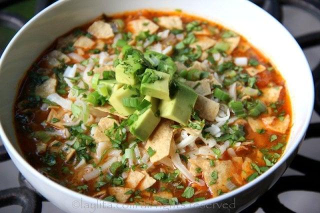 Sopa de tortilla com frango ou peru