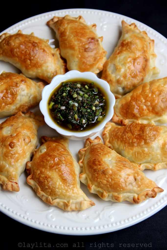 Empanadas de aspargos com favas, ervilhas e queijo de cabra