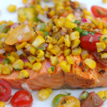 Salmão grelhado com milho