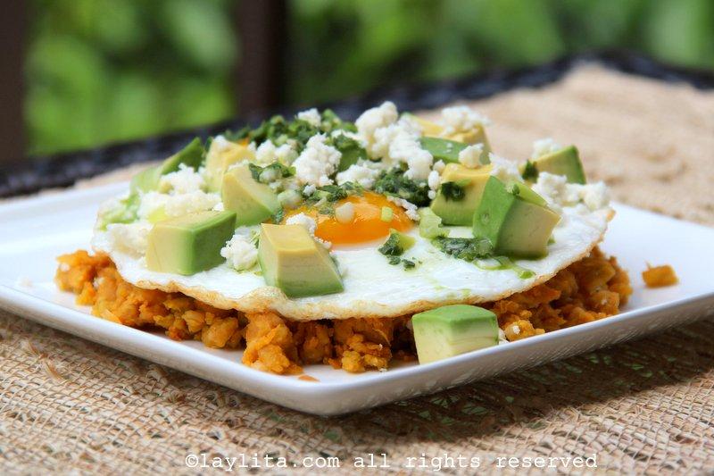 Mexido de banana verde com ovo frito e queijo fresco {Majado de verde}