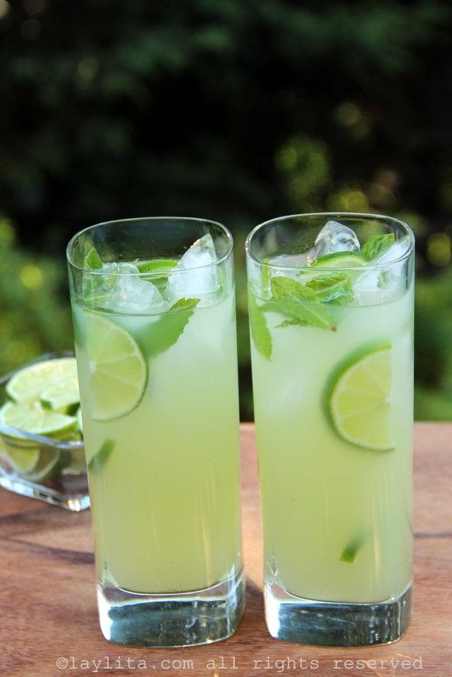 Limonada de vodca com hortelã