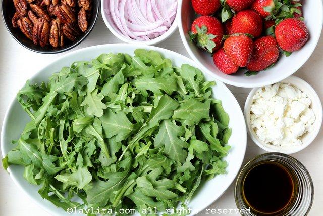 Preparação para Salada de Morango, Queijo de Cabra e Rúcula