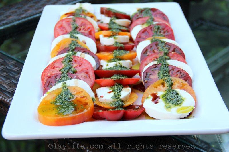 Salada de manjericão, tomate e queijo