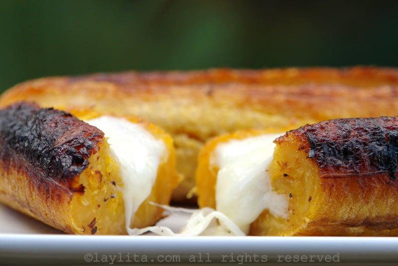 Bananas-da-terra assadas com queijo
