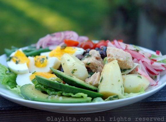 Salada Niçoise: Salada francesa com atum