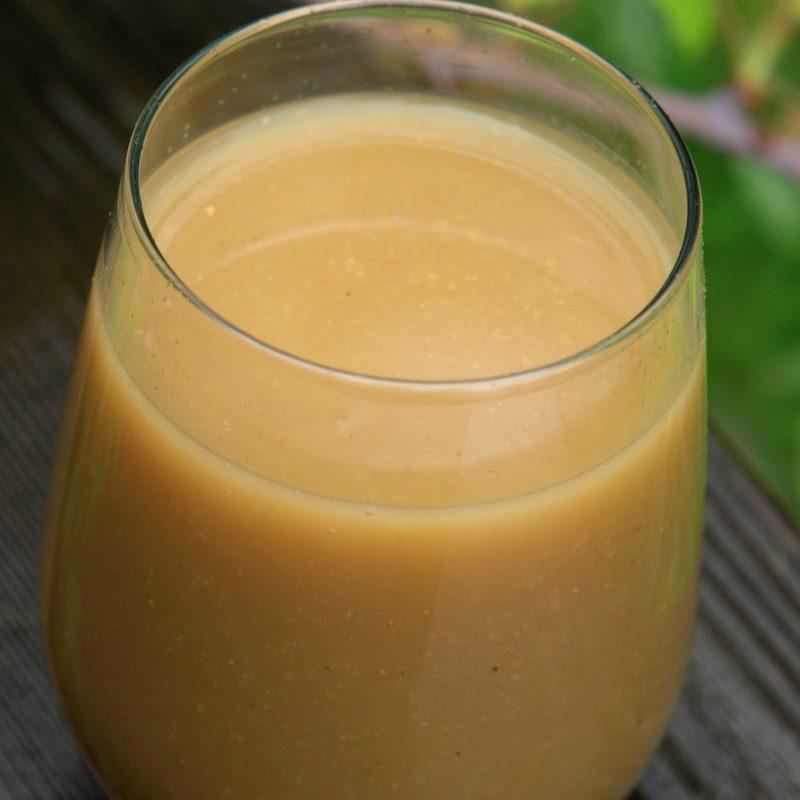 Bebida equatoriana tradicional frutada: colada de avena