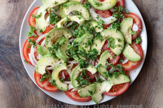 Salada de tomate e abacate
