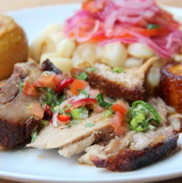 Carne de porco assada equatoriana - Hornado