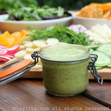 Molho cremoso de abacate para salada