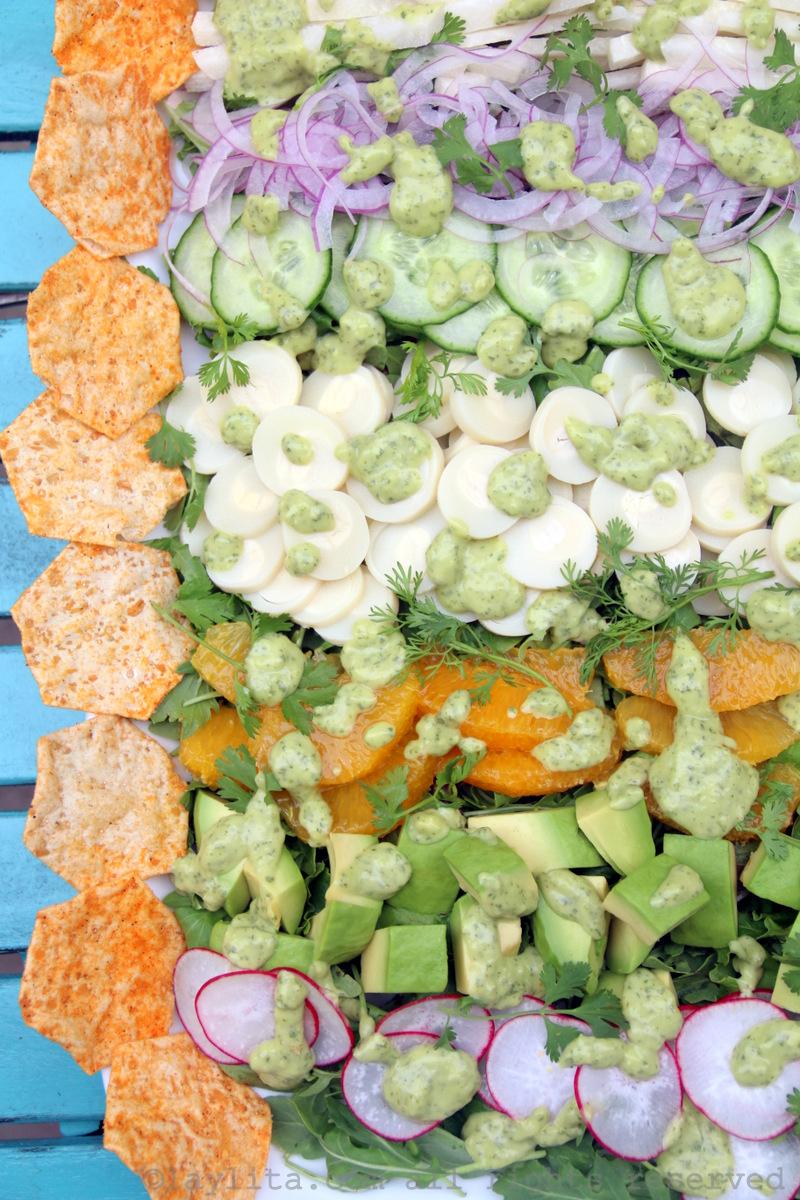 Salada com palmito, jicama, abacate e mais