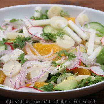 Salada de palmito, jicama e abacate