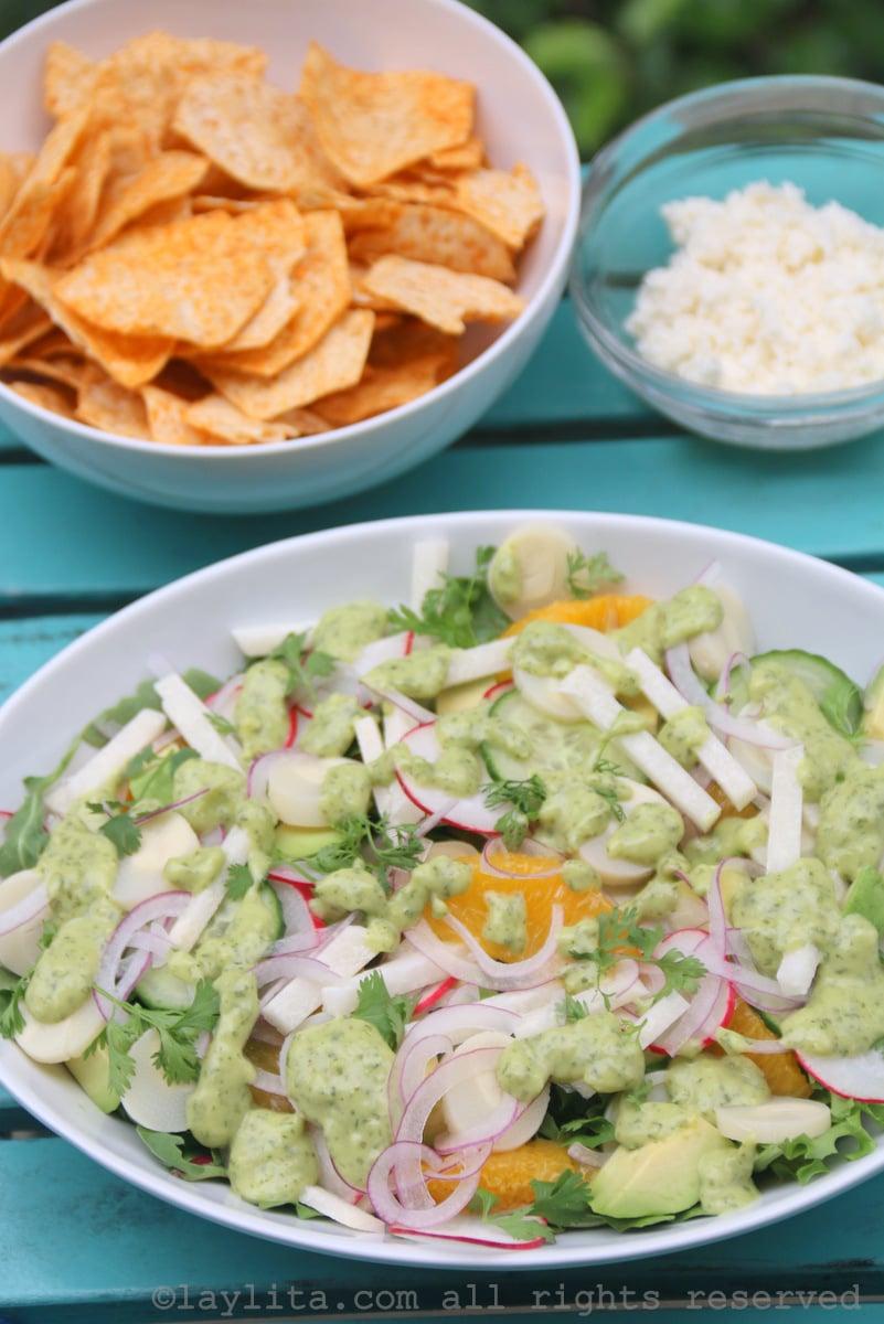 Salada tropical de palmito, jicama e abacate