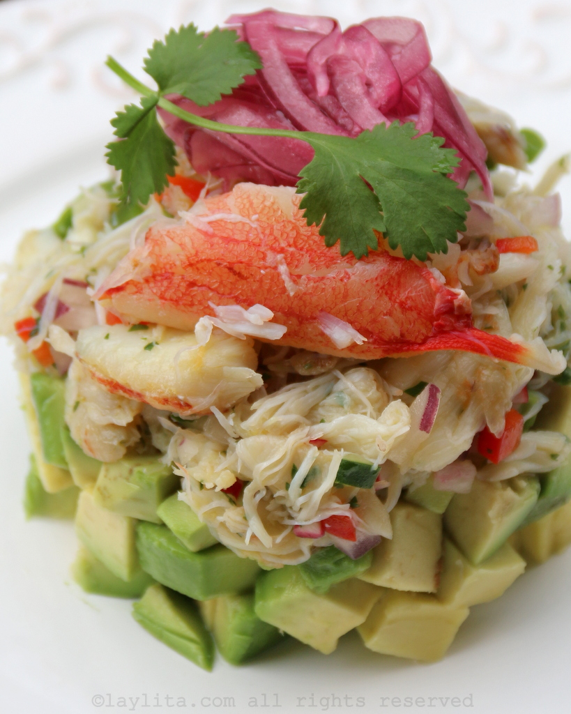 Salada de abacate e caranguejo