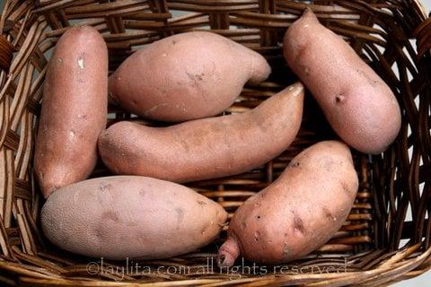 Camotes o batatas para preparar tortillas o llapingachos