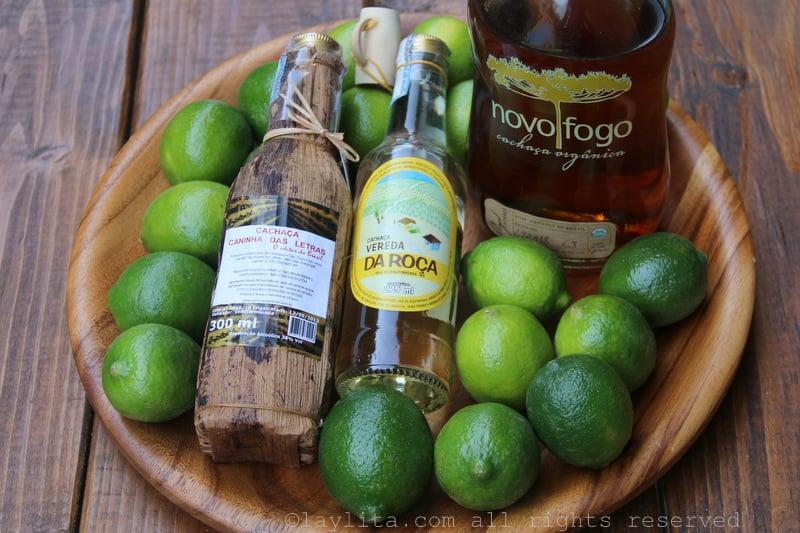 Limones y trago cachaca de Brasil para hacer caipiriñas