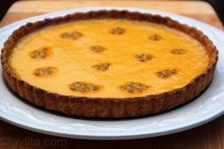 10- Decore la tarta con pulpa de maracuya fresca