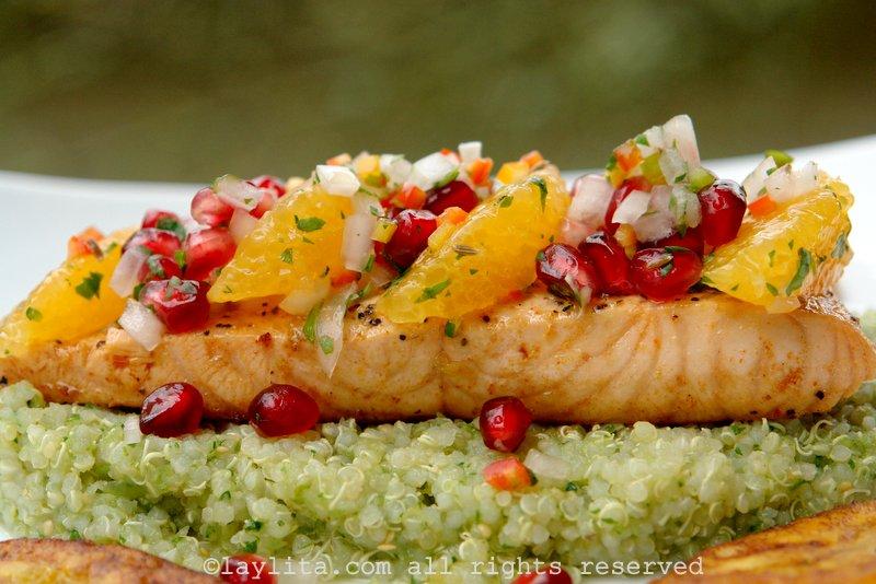 Filetes de salmon o pescado al sarten con salsa de granada y naranja