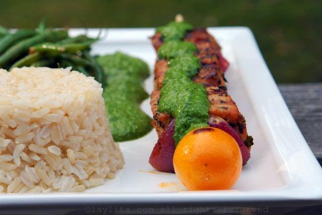 Pinchos de atun con salsa verde