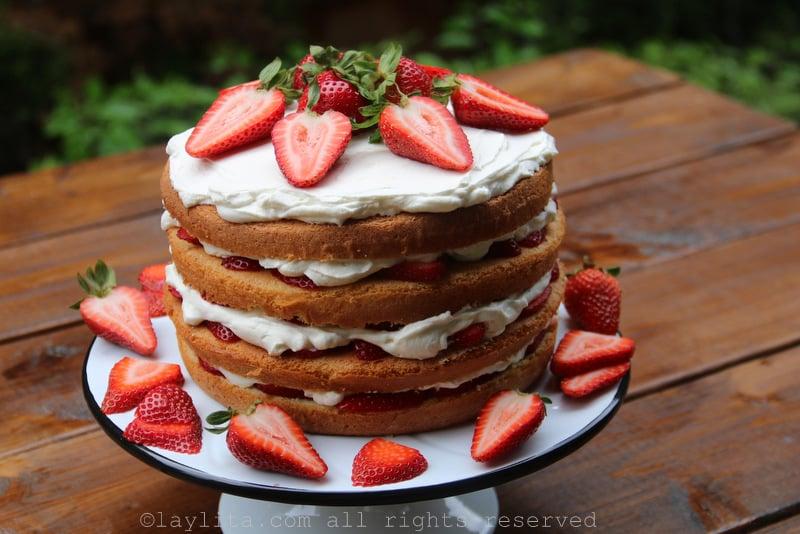 Refrigere el pastel antes de servirlo