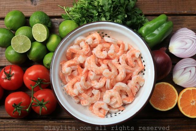 Ingredientes del ceviche de camarón ecuatoriano