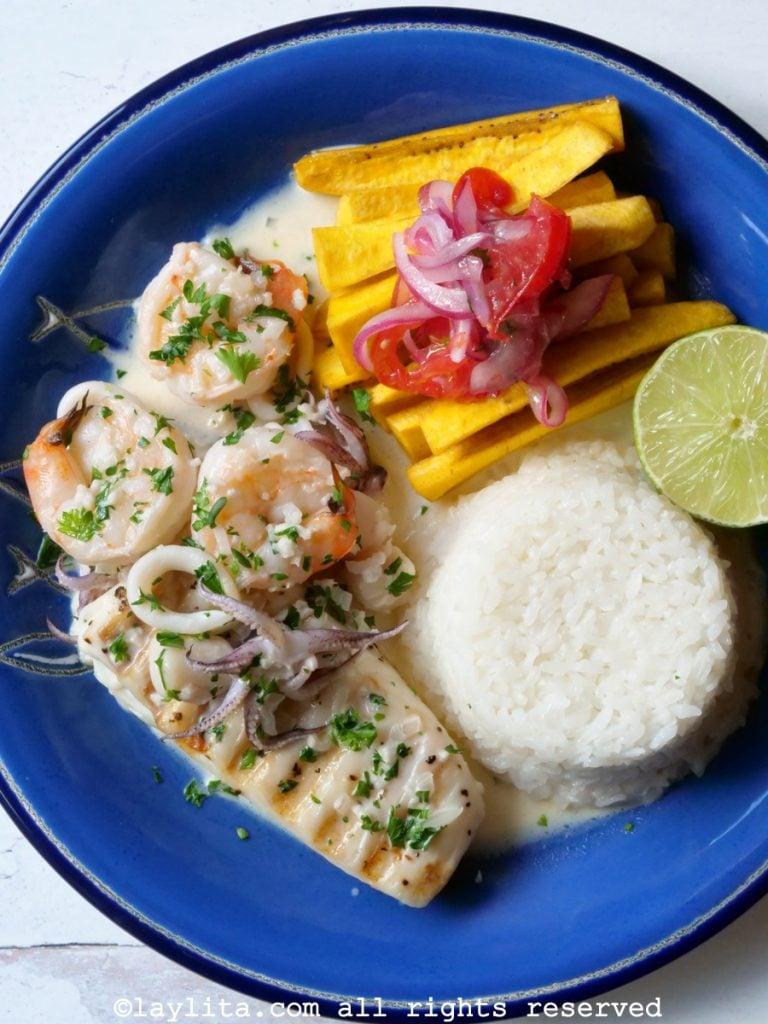 Pescado A La Parrilla Con Salsa De Mariscos Recetas De Laylita