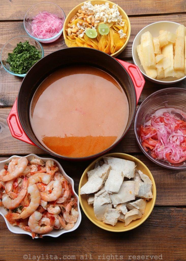 Receta del encebollado mixto de pescado y camarón