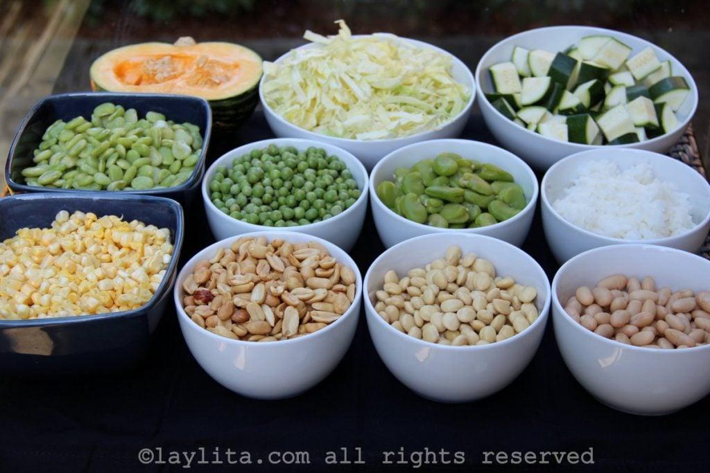 Granos y verduras para preparar la fanesca ecuatoriana
