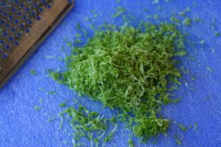 Ralladura de limon para salsa de limon y cilantro