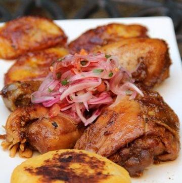 Pollo o gallina cocido en chicha