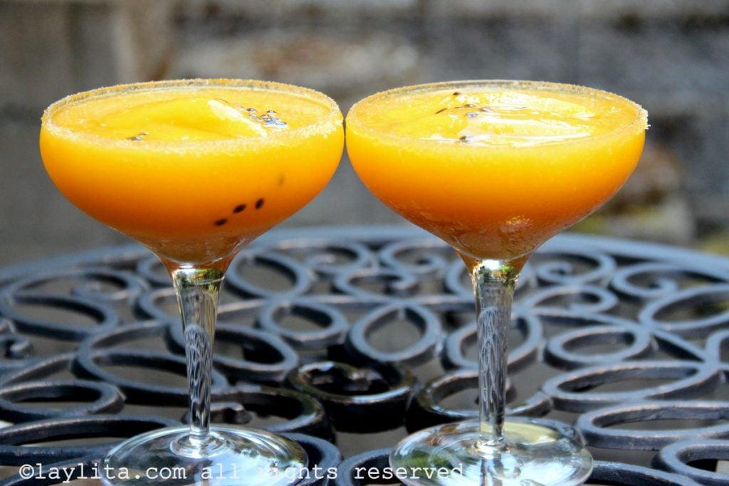 Cóctel margarita de mango y maracuyá - chinola o parchita