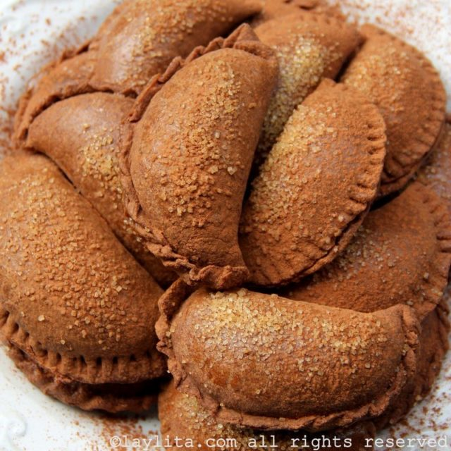 Empanadas de chocolate con dulce de leche