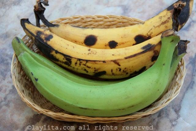 Plátanos (machos), verdes y maduros