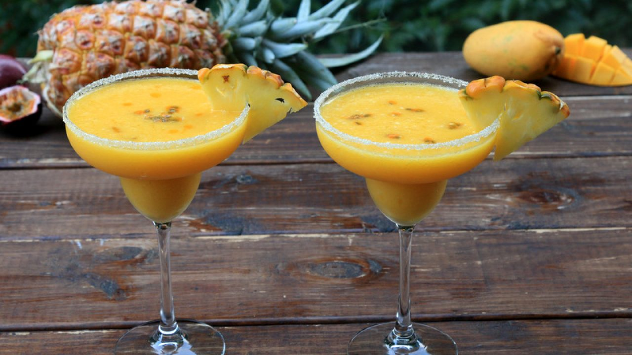comprar más nuevo más baratas los recién llegados Margarita de piña con mango y maracuyá {Margarita tropical}