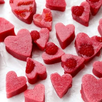Corazones de gelatina de fresa y frambuesa