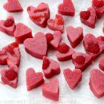 Corazones de gelatina de fresa y frambuesa natural