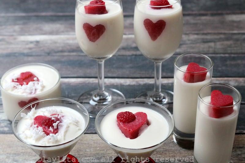 Postre de coco y crema con corazones