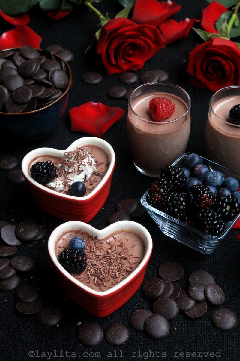 Postres de chocolate en forma de corazones
