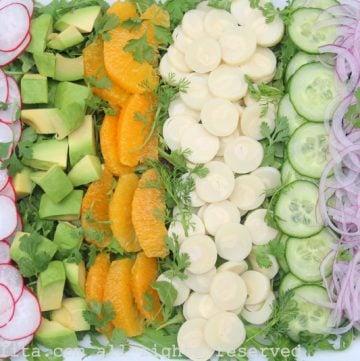 Ensalada con palmito, jicama, y aguacate