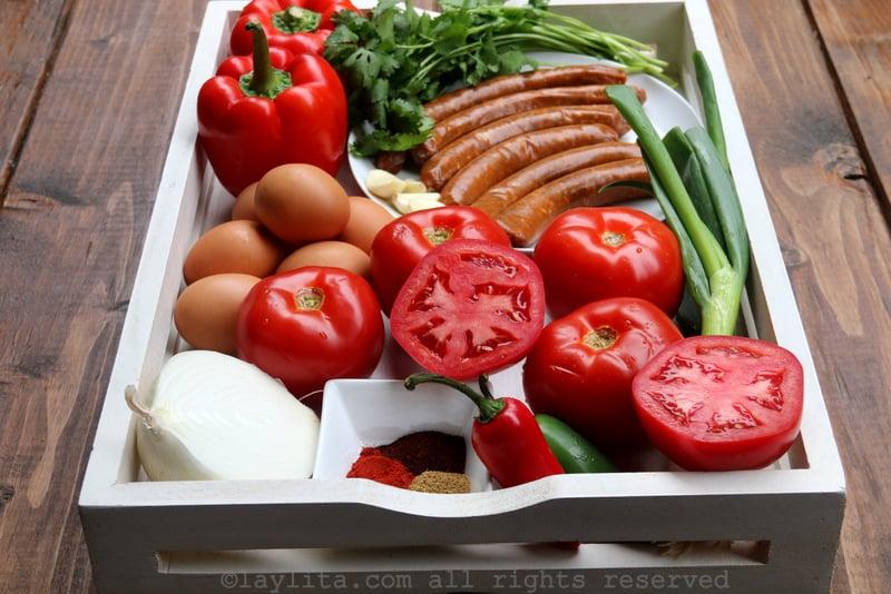 Ingredientes para hacer shakshuka o chakchouka con merguez o chorizo