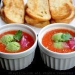 Sopa fría de tomate: Gazpacho {versión fácil – sin pan}
