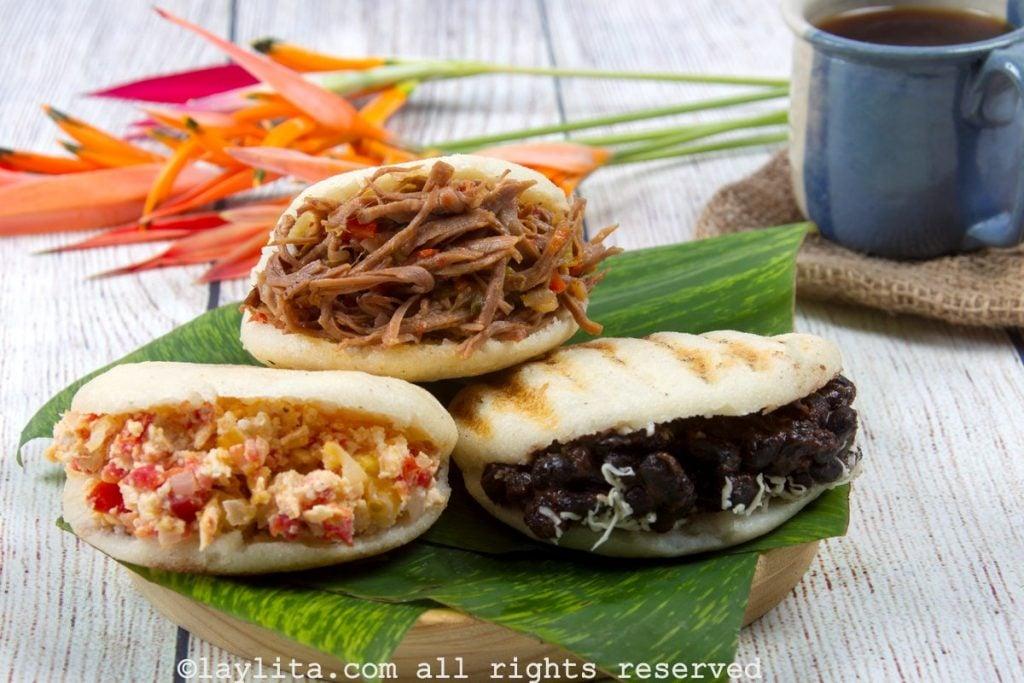 Receta de arepas venezolanas con rellenos