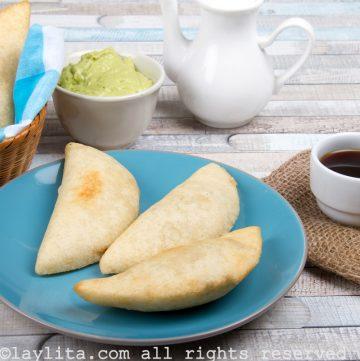 Empanadas venezolas rellenas de pollo