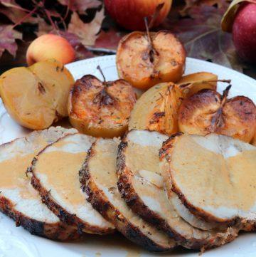 Lomo de cerdo asado con manzanas y sidra