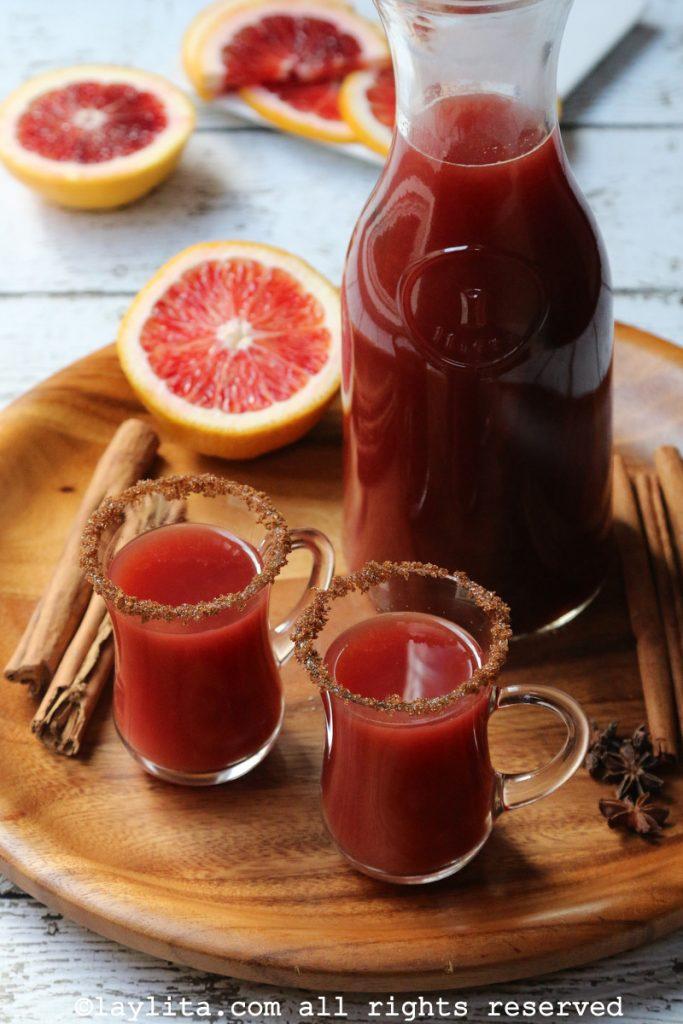 Canelazo o bebida de canela y naranja
