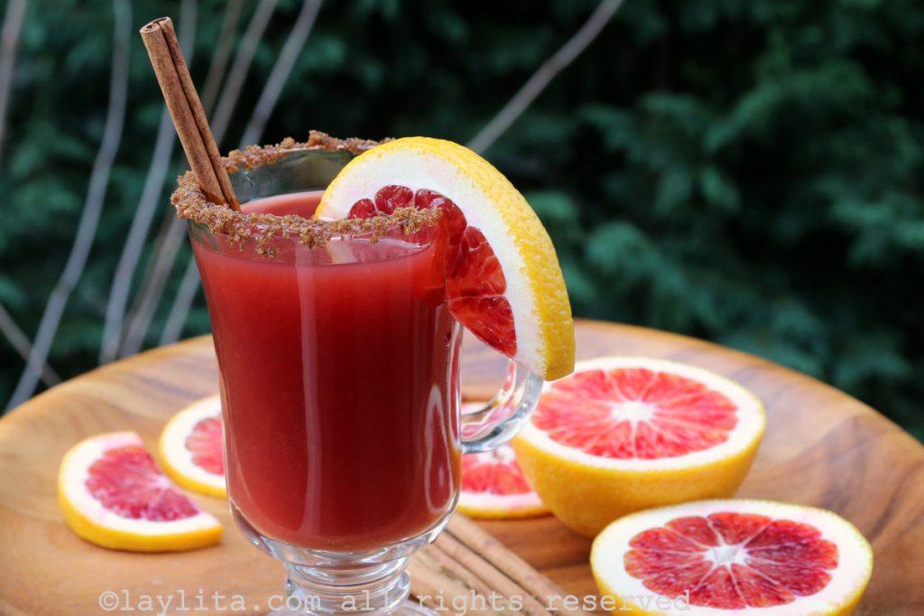 Coctel caliente de naranja y canela