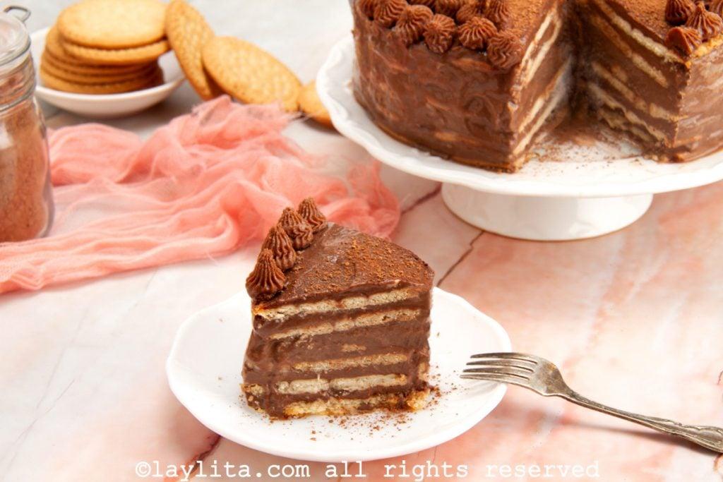 Postre frio de galletas maría y chocolate