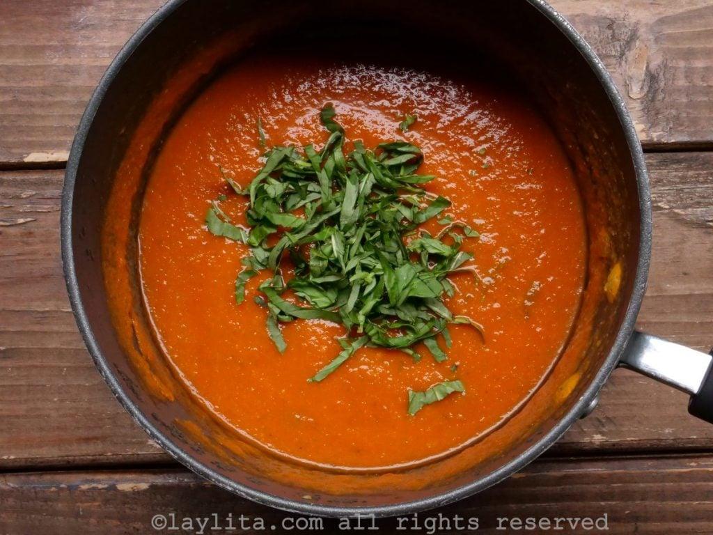 Receta de la salsa casera de tomate con albahaca