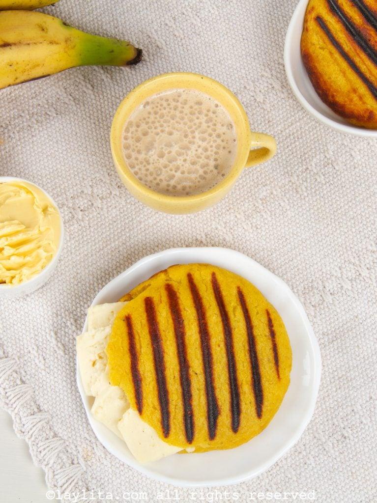 Receta de la arepa de plátano con relleno de queso