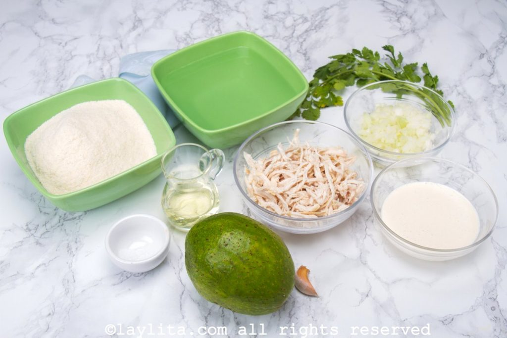 Ingredientes de la arepa reina pepiada venezolana