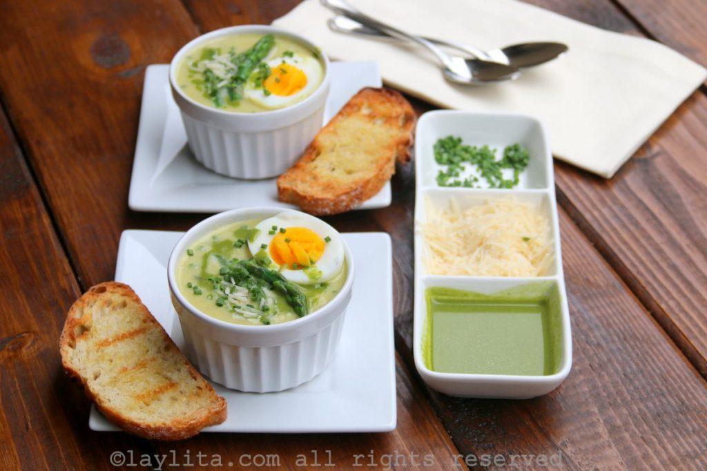 Receta fácil de la sopa o crema de espárragos